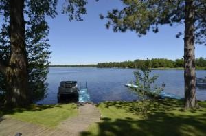 Beautiful_setting_on_Round_Lake