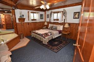 Bedroom_Jacuzzi_Suite