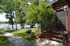 Fully_furnished_cabins_on_Round_Lake