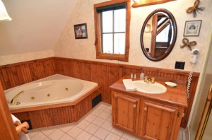 Jacuzzi_tub_in_loft