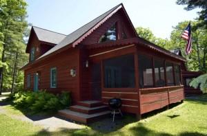 Lakeside_cabin