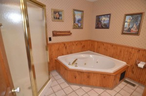 two_baths_with_Jacuzzi_tub