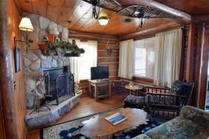grand-pines-cabin3-11